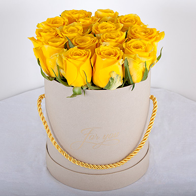 Желтая кенийская премиум-роза в мини-коробке