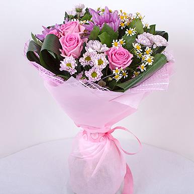 Сиреневый букет с хризантемами и розами