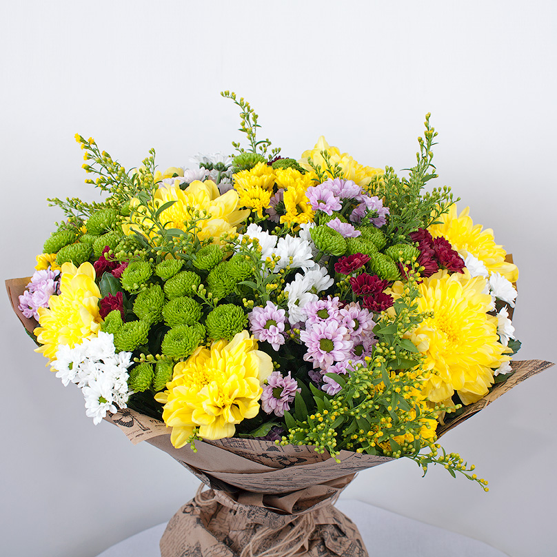 Фото Яркий букет с хризантемами