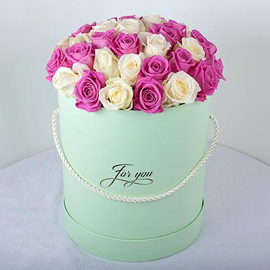 Бело-розовый букет в шляпной коробке