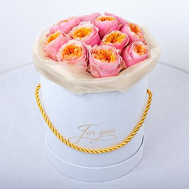 Пионовидные розы в мини-коробке