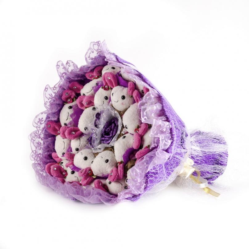Фото Фиолетовый букет из белых зайцев