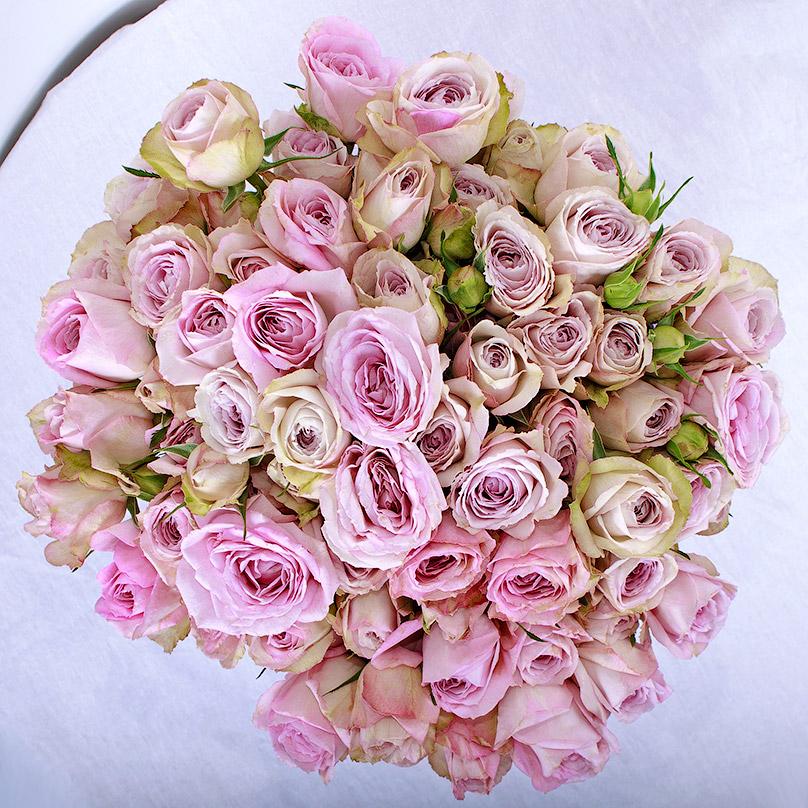 Фото 15 элитных кустовых роз в шляпной коробке
