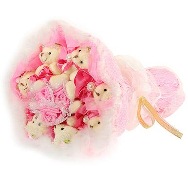 Розовый букет из плюшевых игрушек