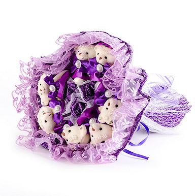 Фиолетовый букетик из мягких игрушек