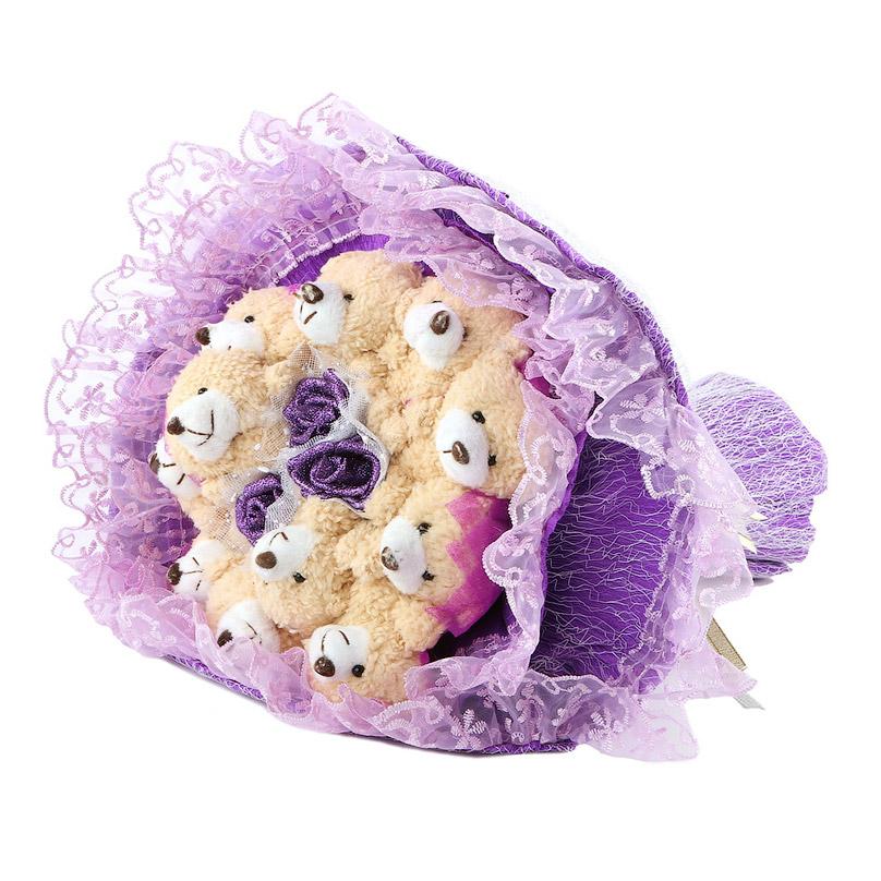 Фото Кремово-фиолетовый букет из игрушек