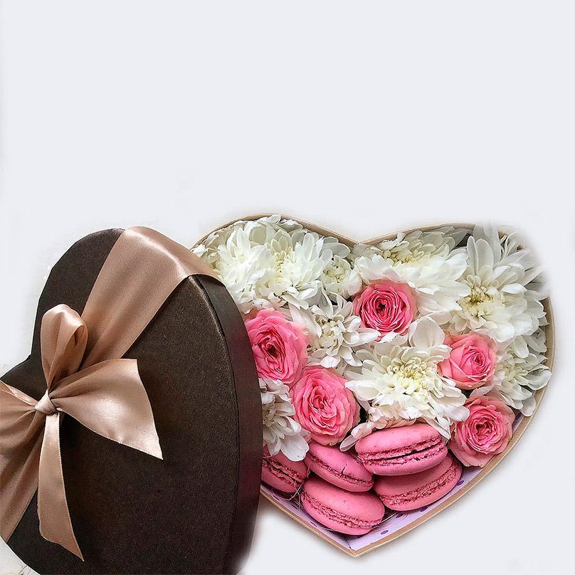 Фото Нежное и сладкое сердце с макарон
