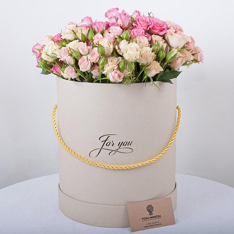 Фото Кустовые розы в шляпной коробке
