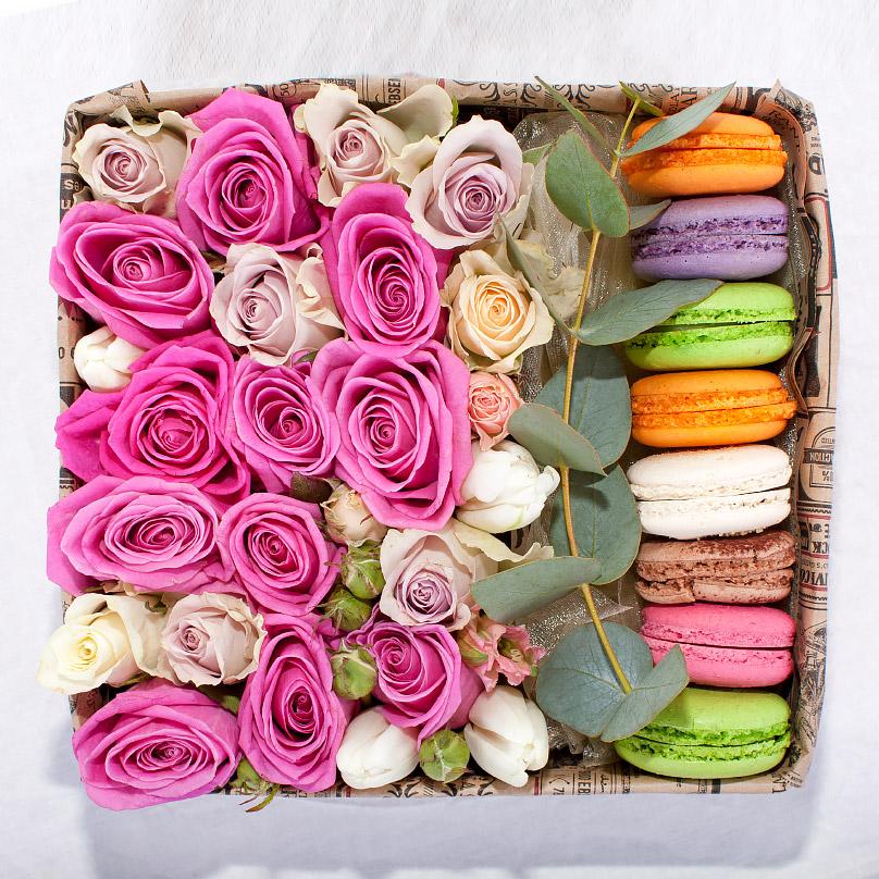 Фото Пирожные макаронс с розами