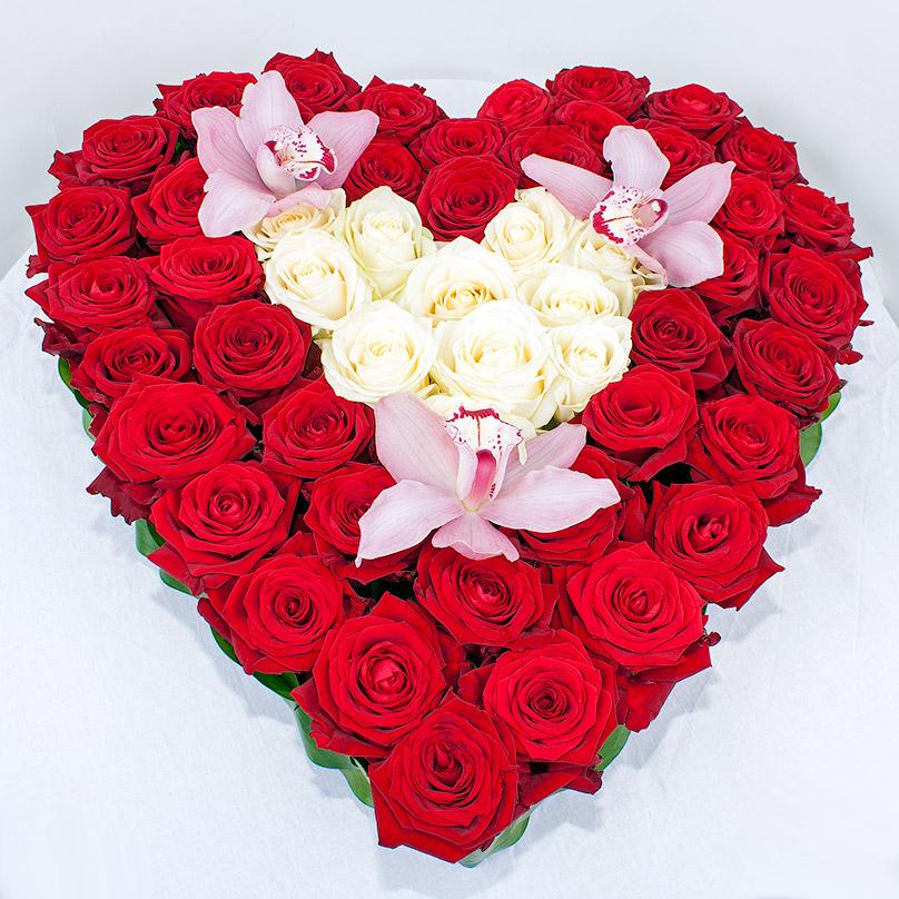 Фото Сердце из роз с орхидеями