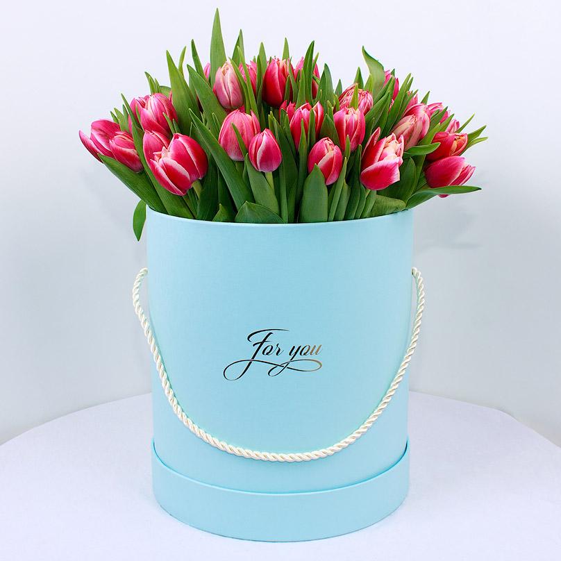 Фото 51 тюльпан в шляпной коробке