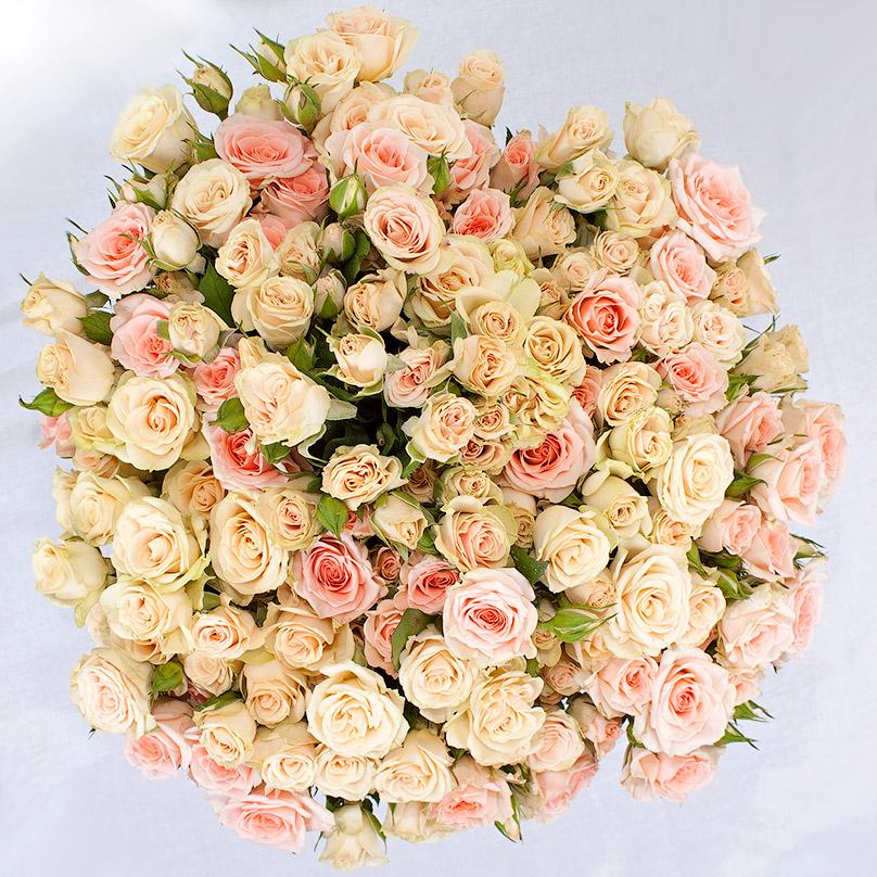Фото Кустовые розы в нежно-голубой коробке