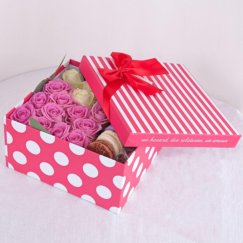 Фото Розовое с белым и макарон