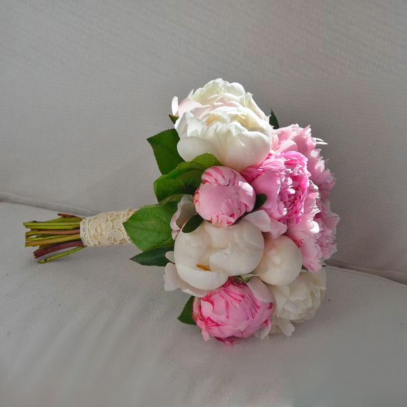 Фото Розово-белый букет из пионов