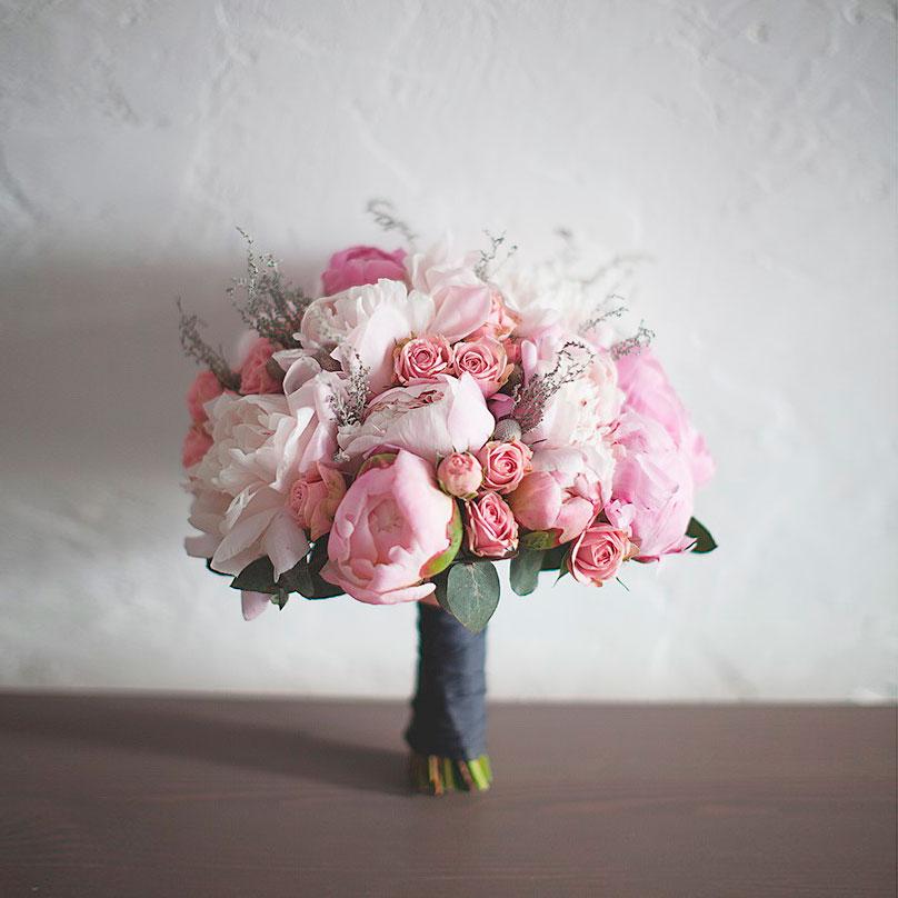 Фото Нежно-розовый букет с пионами