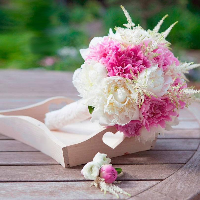 Фото Белые и розовые пионы