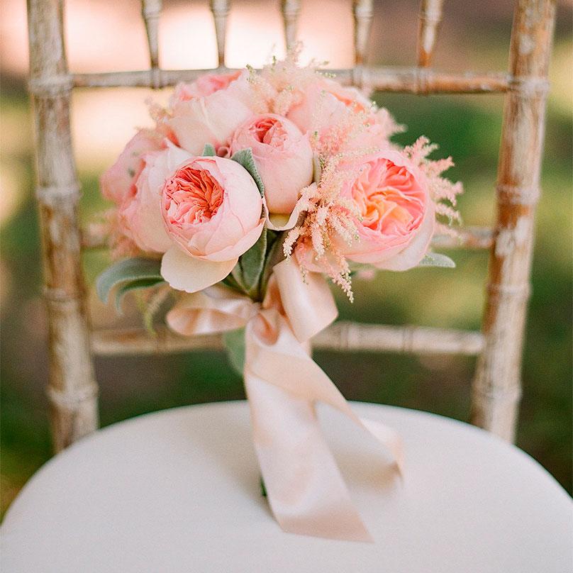 Фото Кремовый букет из пионовидных роз