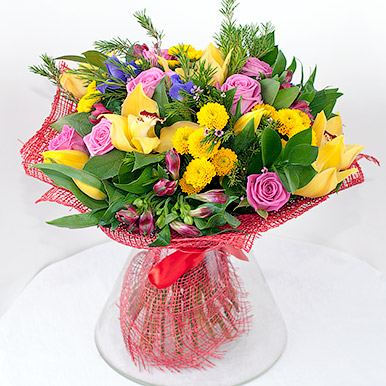 Яркий букет с орхидеями и розами