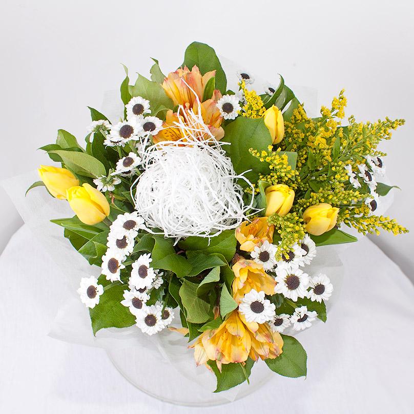 Фото Букет с тюльпанами и хризантемами