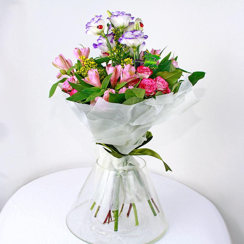 Фото Комплимент с эустомой, альстрамерией и розами