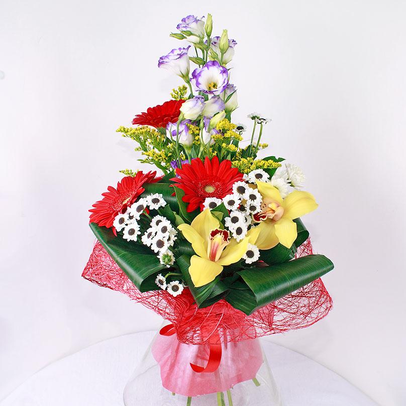 Фото Вертикальный мужской букет с эустомой, герберами и орхидеей