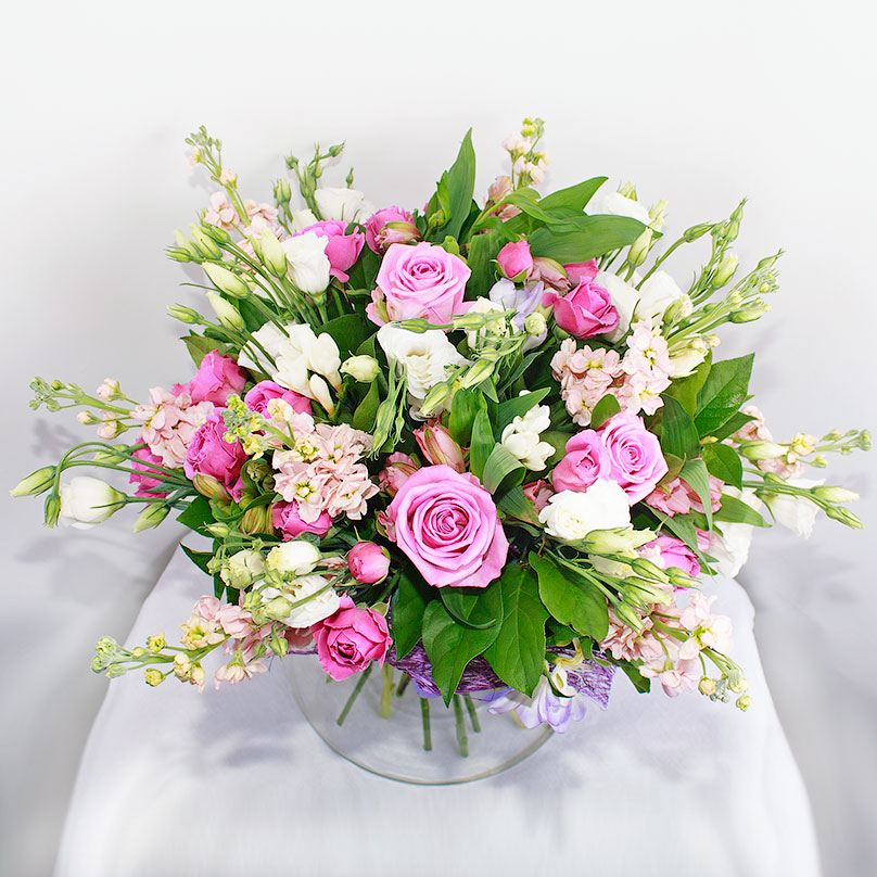 Фото Нежно-розовый букет с розами, матиолой и эустомой
