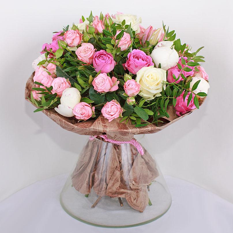 Фото Букет с пионовидными розами и тюльпанами