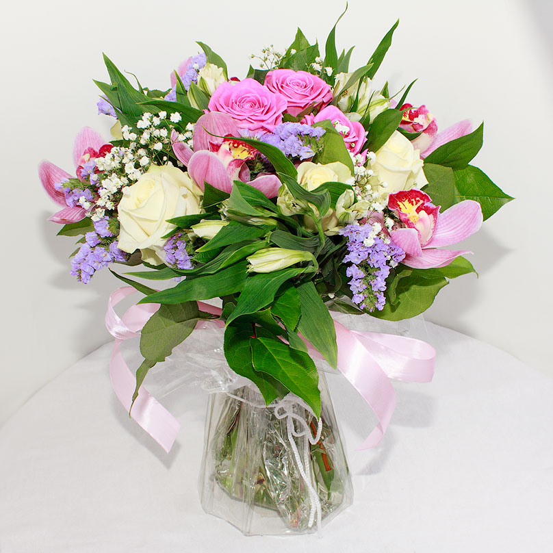 Фото Бело-розовый букет с орхидеями и розами