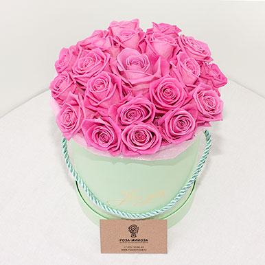Розовые розы Аква в зеленой коробке