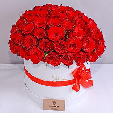 75 красных роз в большой шляпной коробке