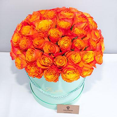 51 оранжевая роза в шляпной коробке