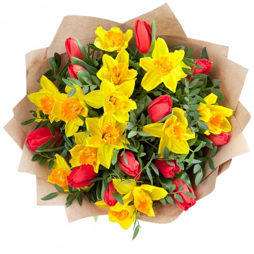Фото Букет с нарциссами и тюльпанами
