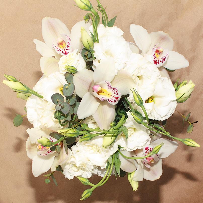 Фото Мини-коробка с орхидеями и эустомой
