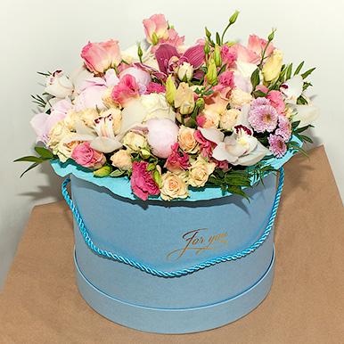 Большая коробка с орхидеей, эустомой и розой