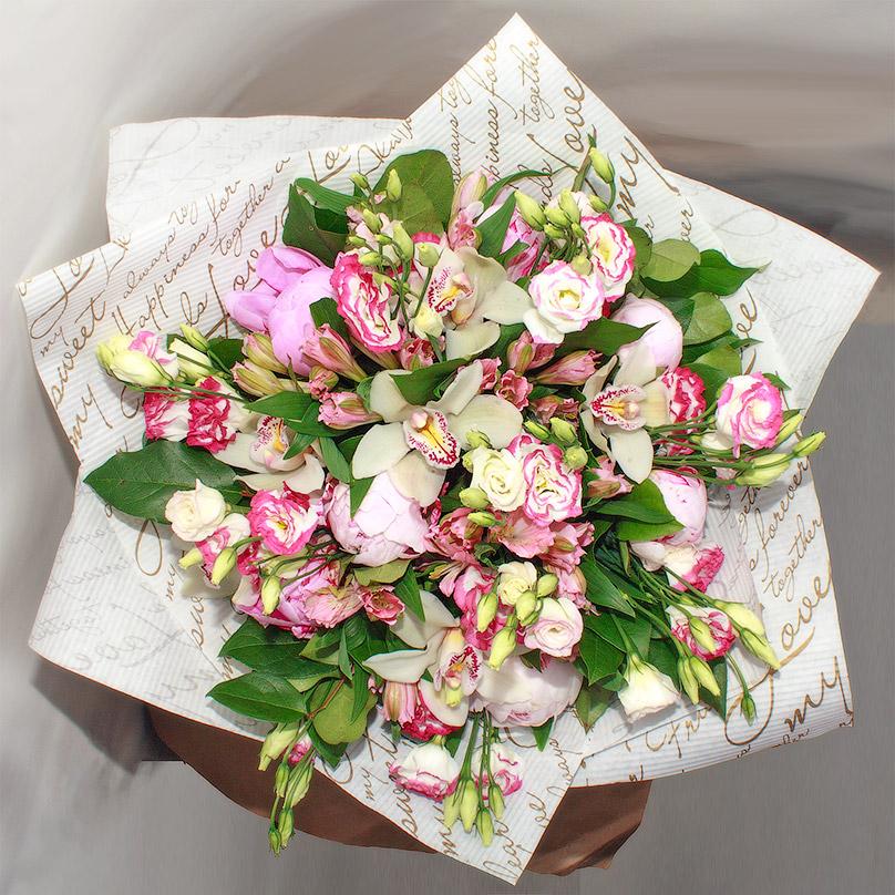 Фото Нежный букет с эустомой и орхидеей