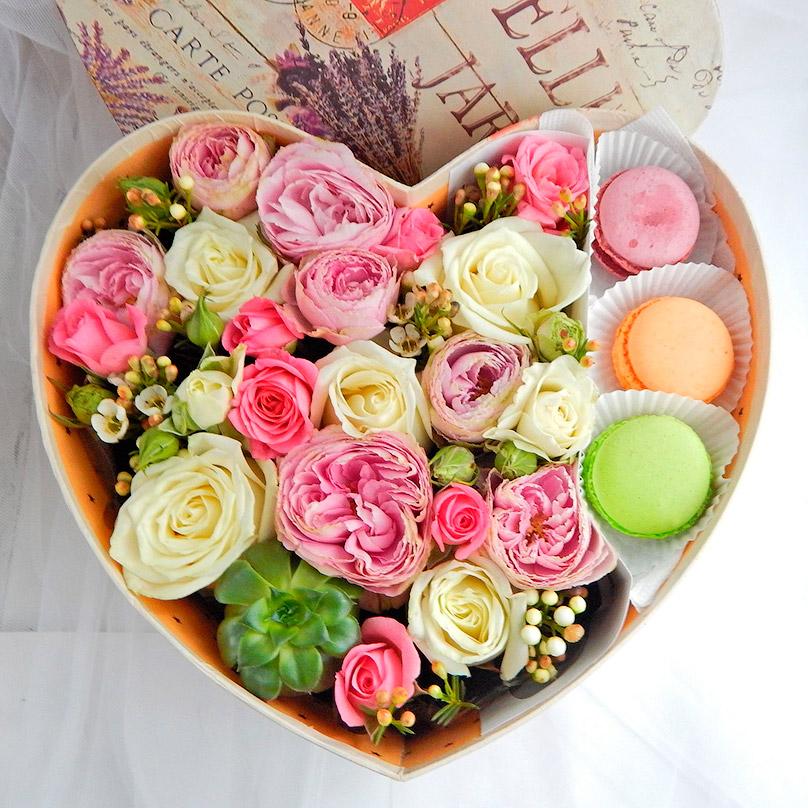 Подарки и букеты из цветов 236